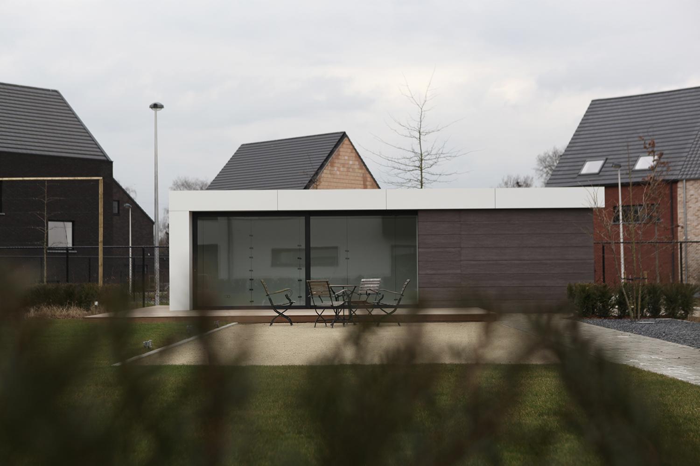 Terras en tuinhuis moderne woning_architect Do Modus