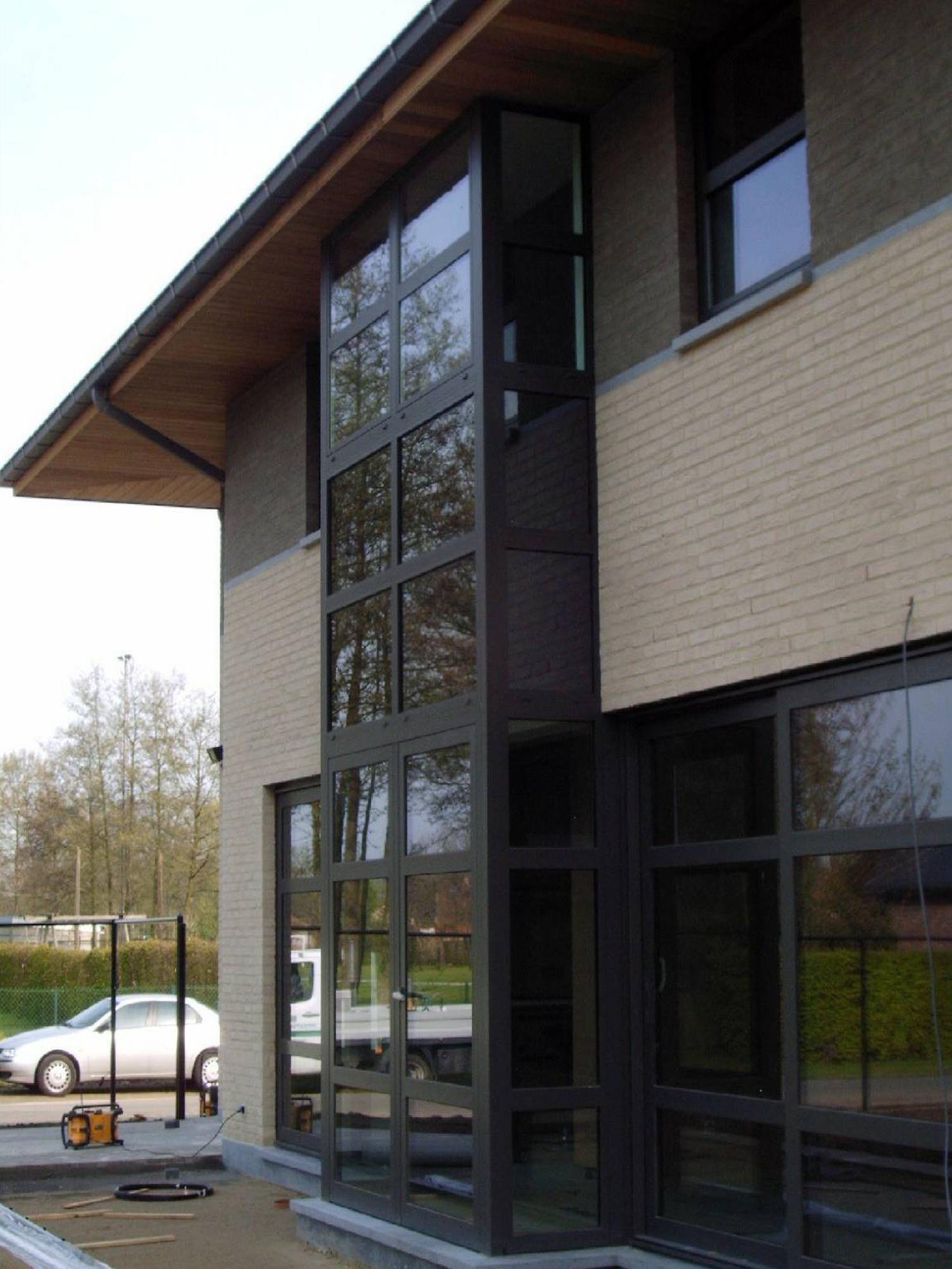 Zijaanzicht nieuwbouw moderne stijl Limburg _ architectenbureau Do Modus