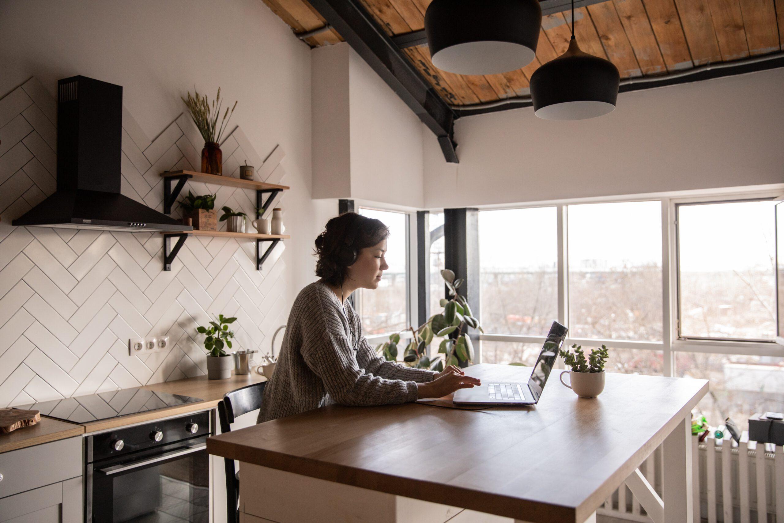 thuiswerken vouw aan bureau